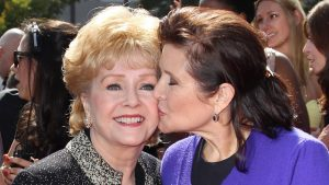 Debbie Reynolds (esquerda) e Carrie Fisher (direita)